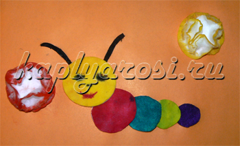 Разноцветная гусеница и цветы