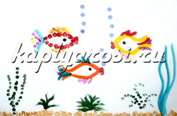 Пруд с красивыми рыбками